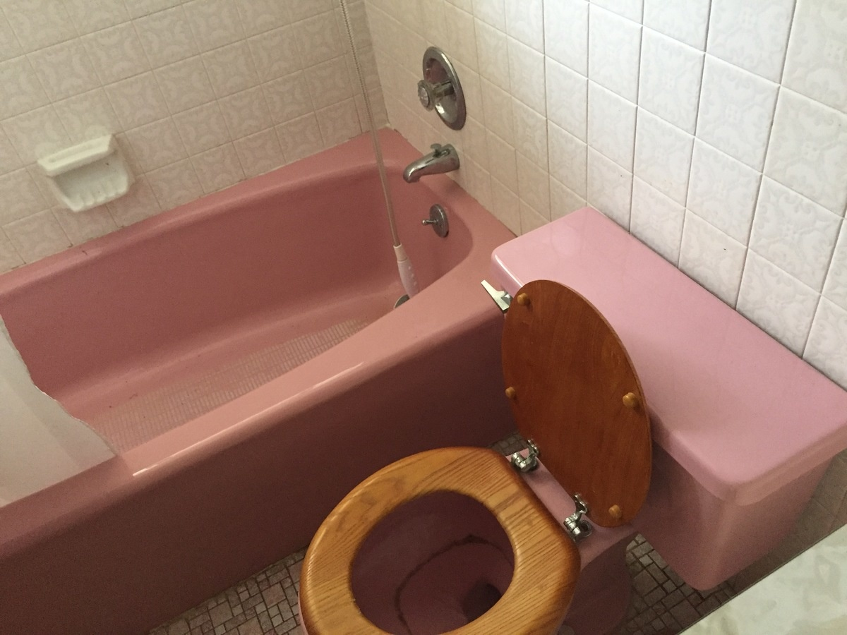 PINK Bathroom?? What to do? Opinions please.