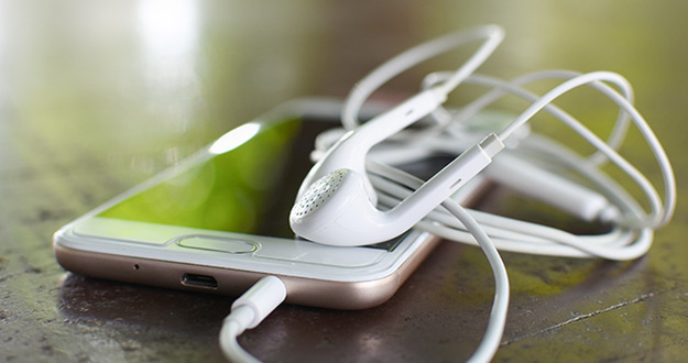 Headphone and smart phone with soft light