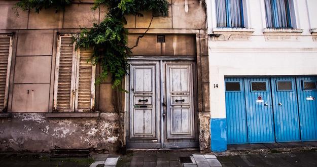 Lead eviction door