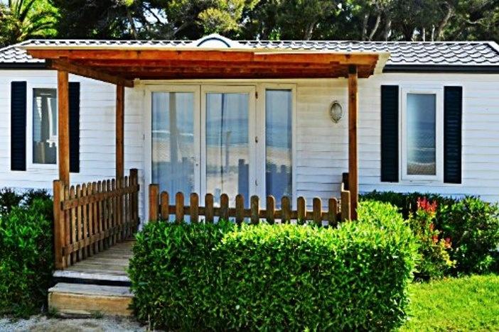 mobile-home-exterior